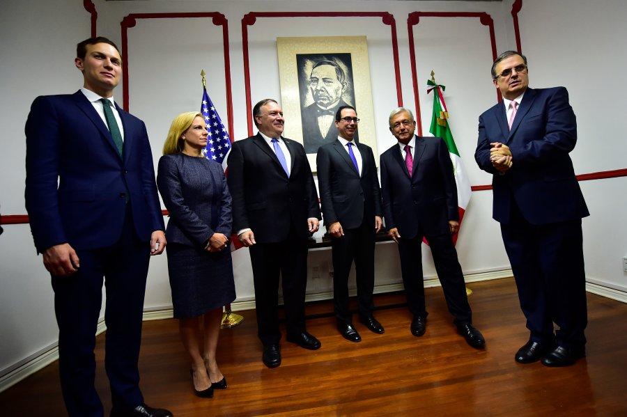 De izquierda a derecha, el asesor de la Casa Blanca, Jared Kushner, la secretaria de Seguridad Nacional...