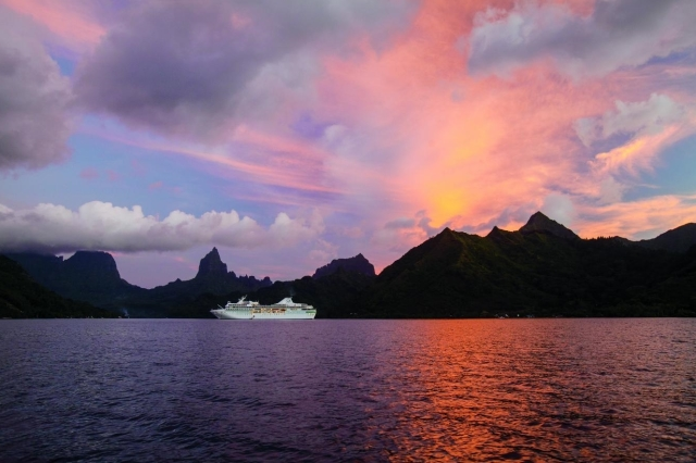 South Pacific cruise and stay holiday