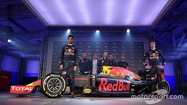 レッドブル・レーシング、2016年用F1マシンのカラーリングを披露
