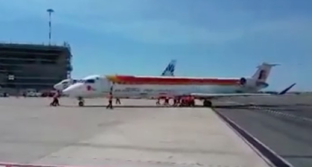 Airport staff 'push-start' 36 tonne plane packed with passengers