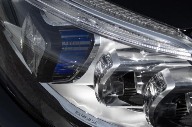 Mercedes-AMG C 43 4MATIC Coupé, Night Paket und AMG Carbon-Paket II, Exterieur: Außenfarbe: obsidianschwarz metallic, Scheinwerfer;Kraftstoffverbrauch kombiniert: 9,5–9,2 l/100 km; CO2-Emissionen kombiniert: 217-212 g/km*  Mercedes-AMG C 43 4MATIC Coupé, Night package and AMG Carbon-package II, Exterior: Exterior paint: obsidian black metallic, headlight;combined fuel consumption: 9.5–9.2 l/100 km; combined CO2 emissions: 217-212 g/km*