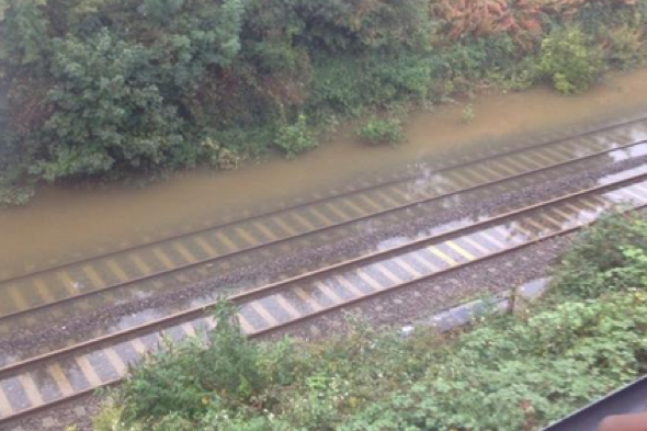 90 passengers evacuated from train after flood and lightning