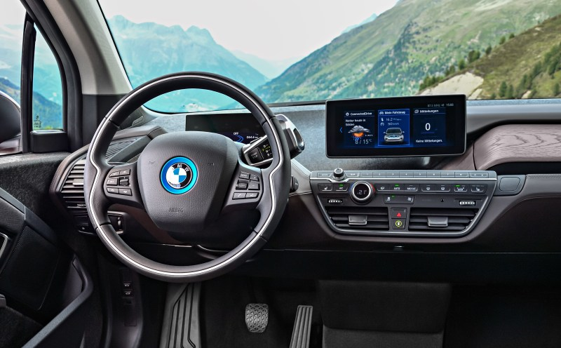 Features Like The Gas Ed Range Extender Connecteddrive Idrive 6 And Le Carplay Are Still Around Although There S A Higher Resolution 1 440 X 540