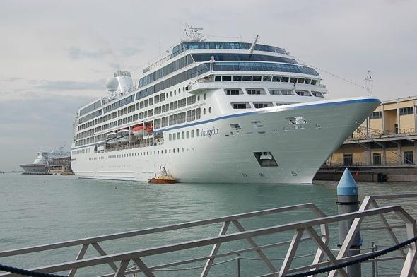 Three die in Caribbean cruise ship fire