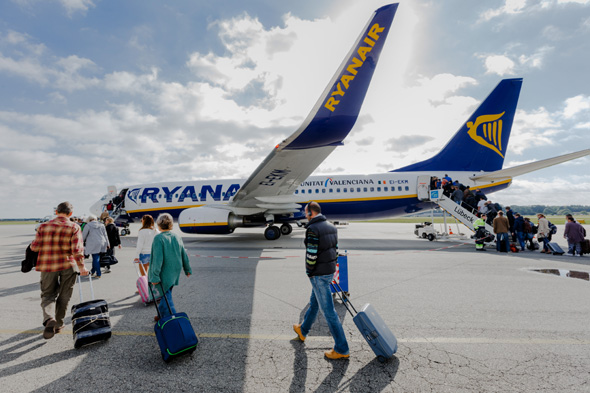 expert reveals best time to book ryanair flights for cheapest price is 10 days before departure