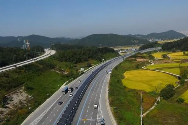 【ビデオ】韓国で、高速道路のど真ん中を走る自転車専用レーンが登場!