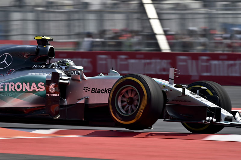 Nico Rosberg drives in the 2015 Mexican F1 Grand Prix.