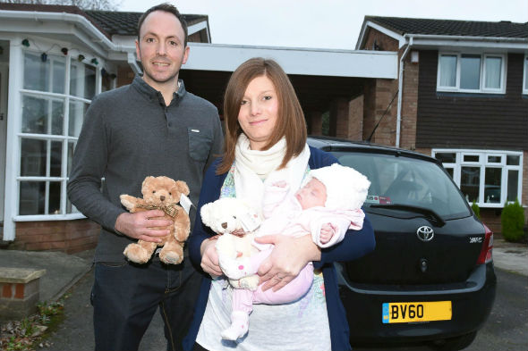 Mother gives birth in Toyota Yaris