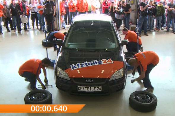 Guinness World Record for tyre changing