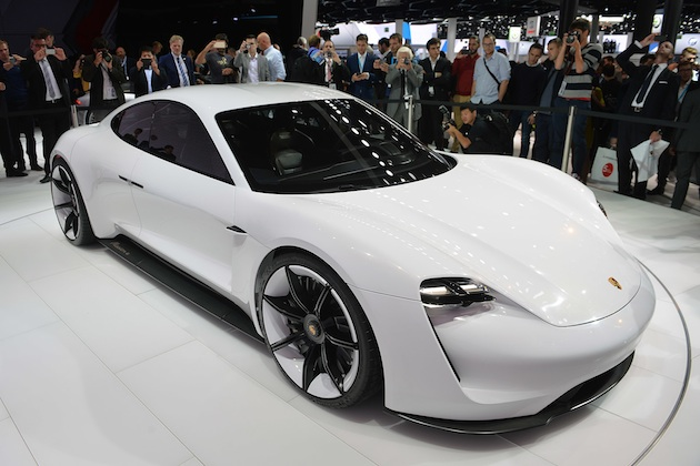 ポルシェ、開発中の電気自動車「ミッションE」に3種類のパワーユニットを計画