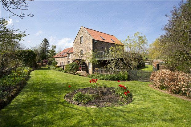 Beautifully converted water mill house in Haddington on the banks of the River Tyne