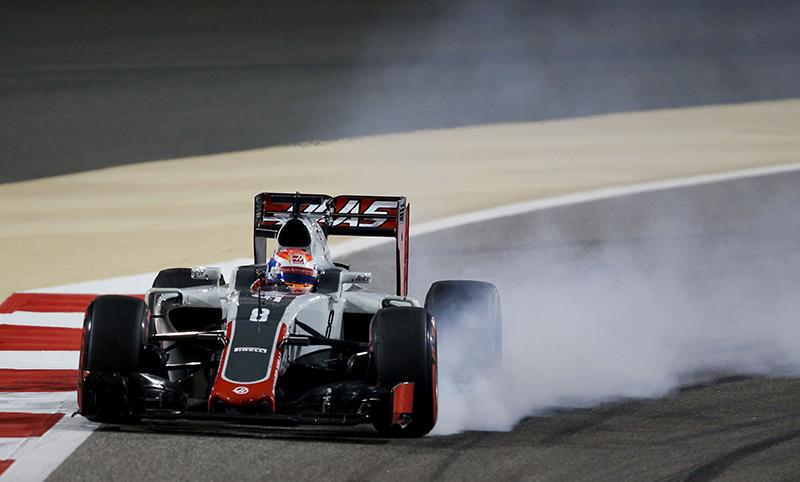 Romain Grosjean locks up in to a corner during the 2016 Bahrain Grand Prix.