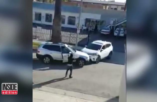【ビデオ】ロサンゼルスで、接触事故をめぐる口論からクルマ同士のぶつけ合いにエスカレート!
