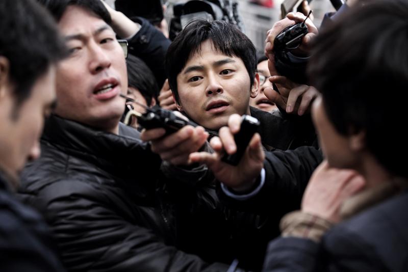 報道の光と闇を描く韓国発サスペ...