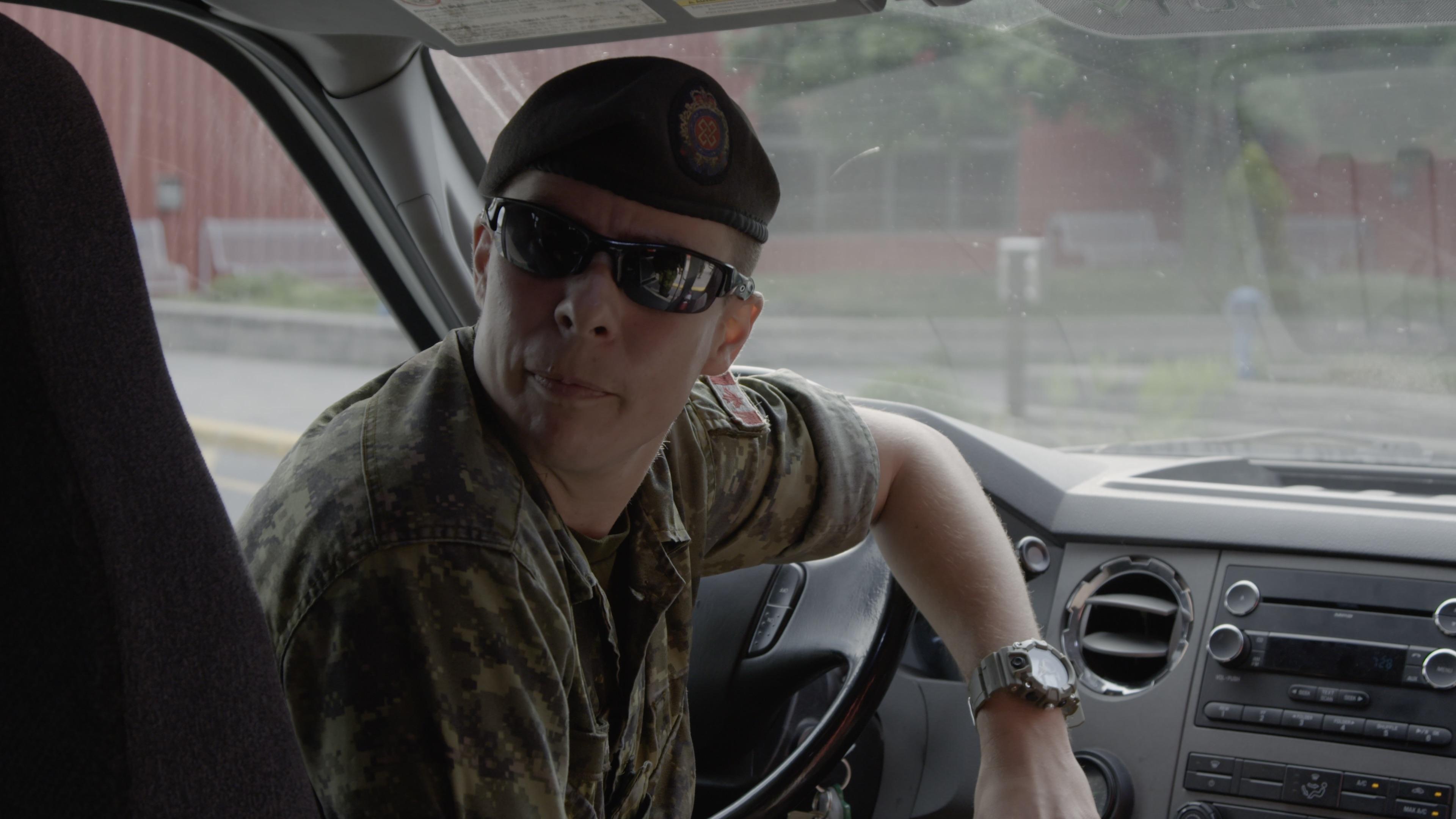 «Ti-Gars»: vivre sa transition de genre dans l'armée... et devant les