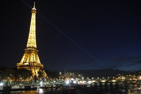 Tourists could be fined for taking photos of Eiffel Tower at night