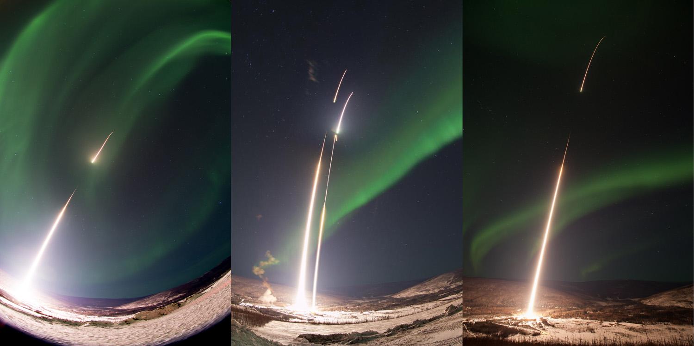 オーロラめがけて打ち上げられるロケット