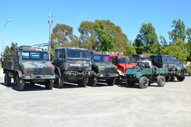 メルセデス・ベンツの軍用車両「ウニモグ」など9台セットでオークションに
