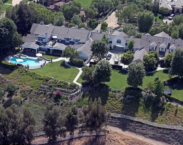 jennifer lopez selling her la mansion for 17m really. Black Bedroom Furniture Sets. Home Design Ideas