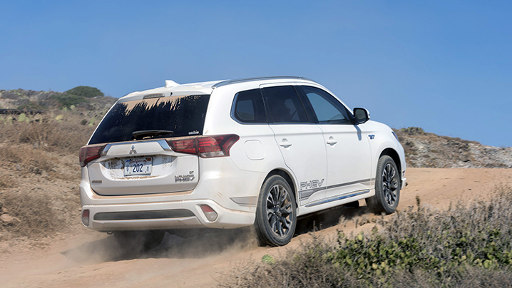 2018 mitsubishi outlander phev first drive nailing the sweet spot autoblog. Black Bedroom Furniture Sets. Home Design Ideas