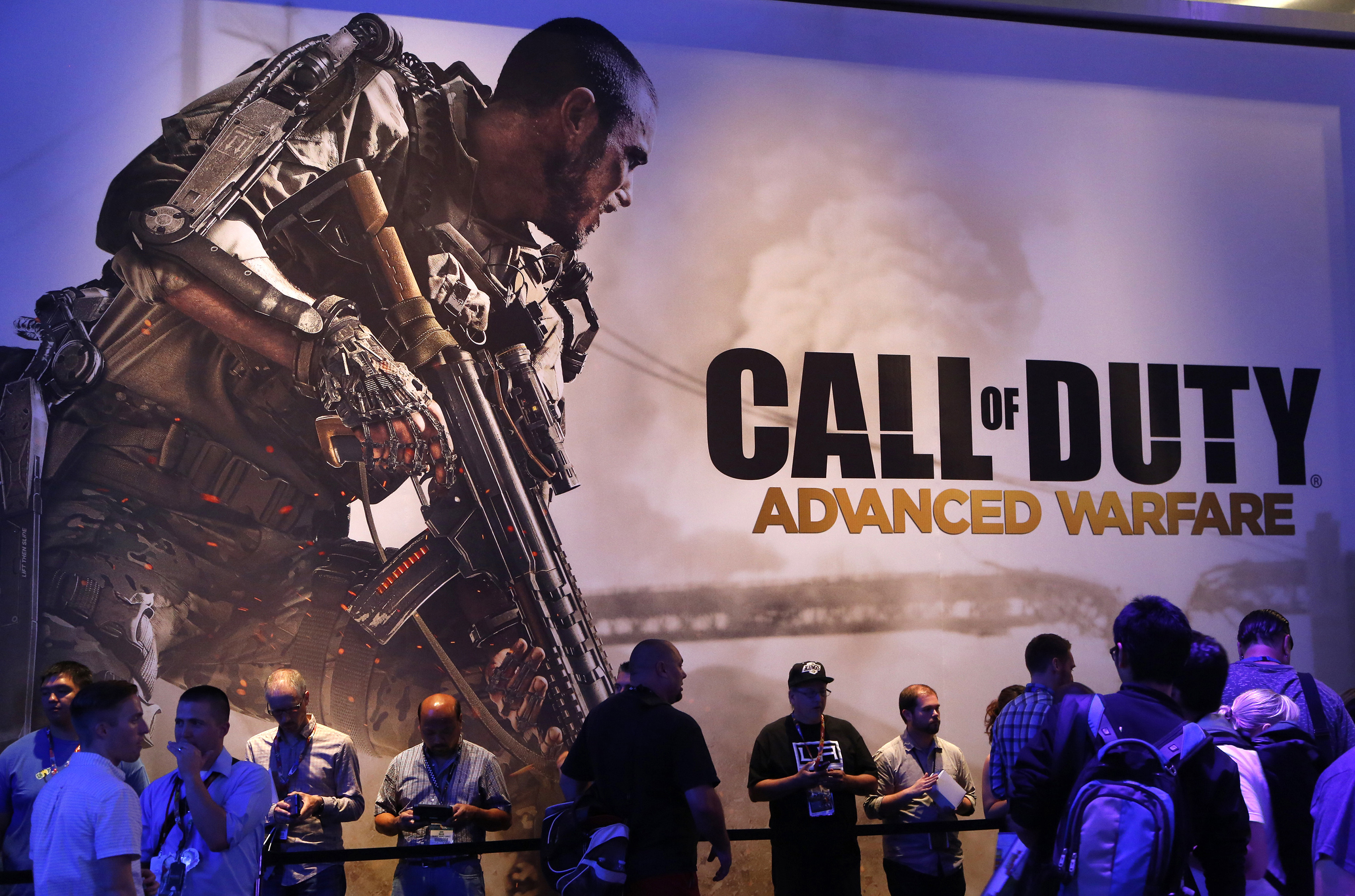 "Gamers line up under a ""Call of Duty: Advanced Warfare"" game display during the 2014 Electronic Entertainment Expo, known as E3, in Los Angeles, California June 11, 2014.  REUTERS/Jonathan Alcorn   (UNITED STATES - Tags: BUSINESS SCIENCE TECHNOLOGY SOCIETY)"