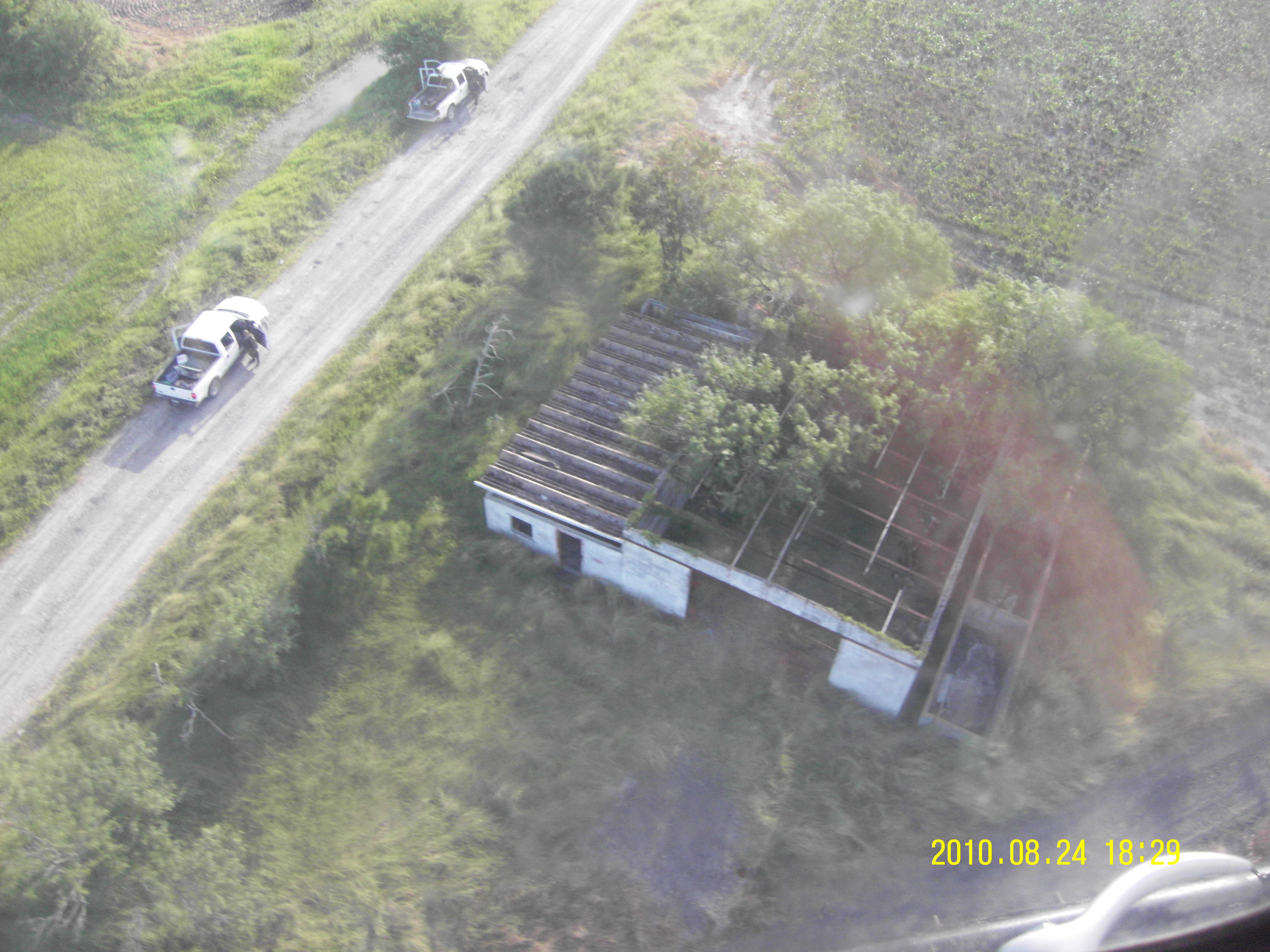 SAN FERNADO, TAMAULIPAS, 25AGOSTO2010.- Tras la denuncia de un ciudadano ecuatoriano, la Secretaría de...