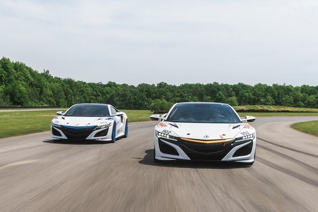 今年のパイクスピークには、2台のアキュラ「NSX」に加えて同車にインスパイアされたEVコンセプトカーも参戦!