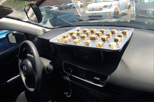 【ビデオ】炎天下の車内なら、太陽熱だけでクッキーが焼けるか!?