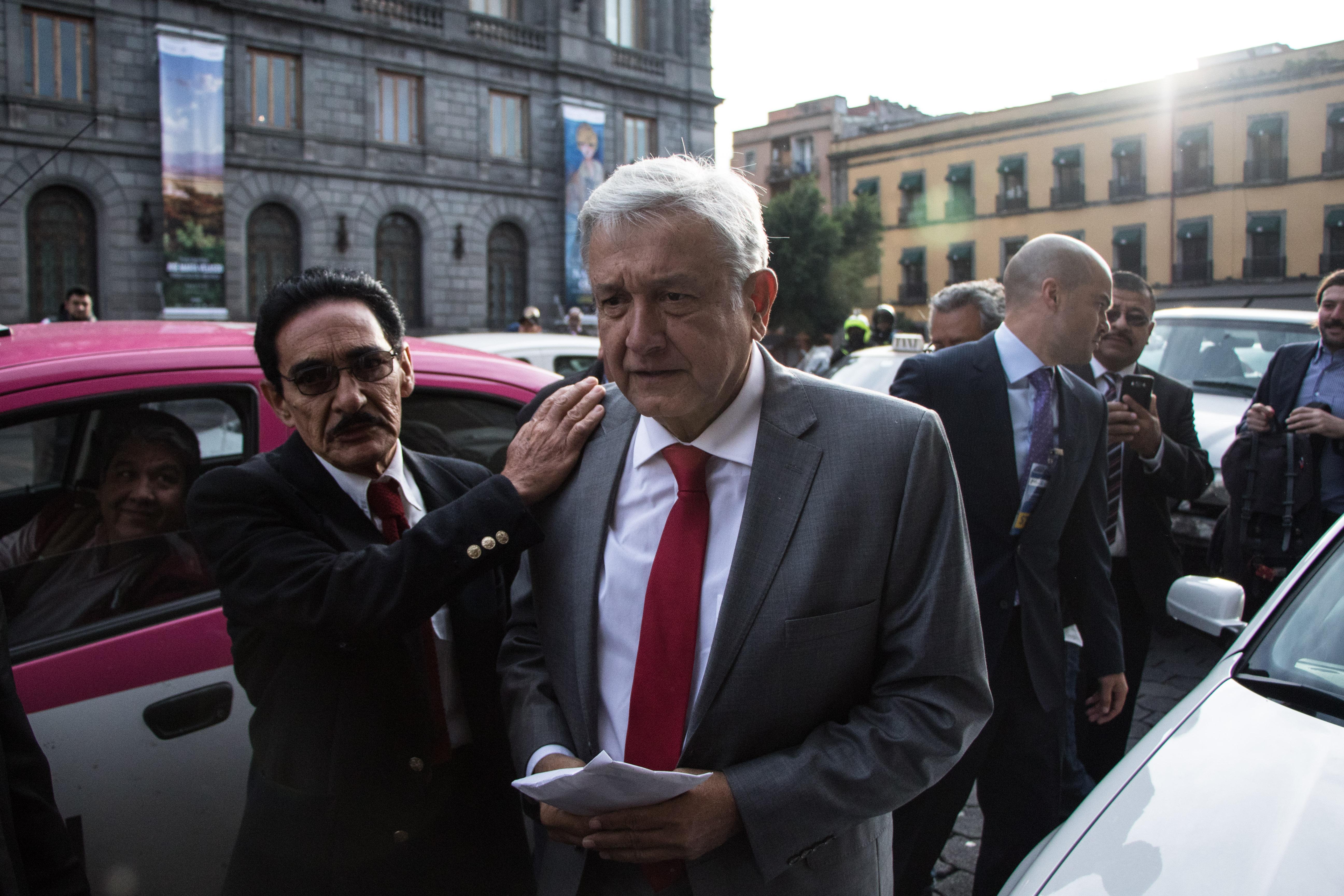 Andrés Manuel López Obrador sostiene un encuentro con el Colegio de Ingenieros Civiles de México, A.C....