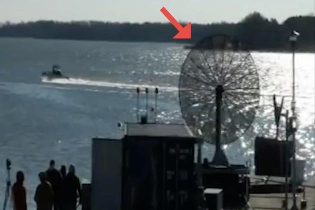 【ビデオ】離れた場所からマイクロ波を放ってクルマを強制停止させる装置を、米国国防総省が開発中!