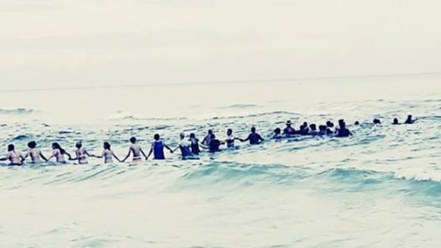 Une chaîne humaine sauve une famille de la noyade en