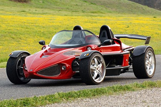 コルベットのエンジンを積む超軽量スポーツカー、デロンダ「G400」がお買い得価格で売り出し中