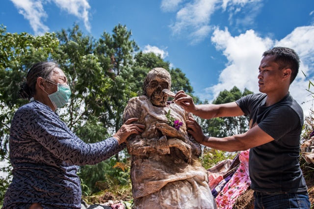 CEREMONY CLEANING CORPSES DURING MA'NENE FESTIVAL SOUTH SULAWESI INDONESIA APR 2016 BEING DRESSED Not-Personality 36328984