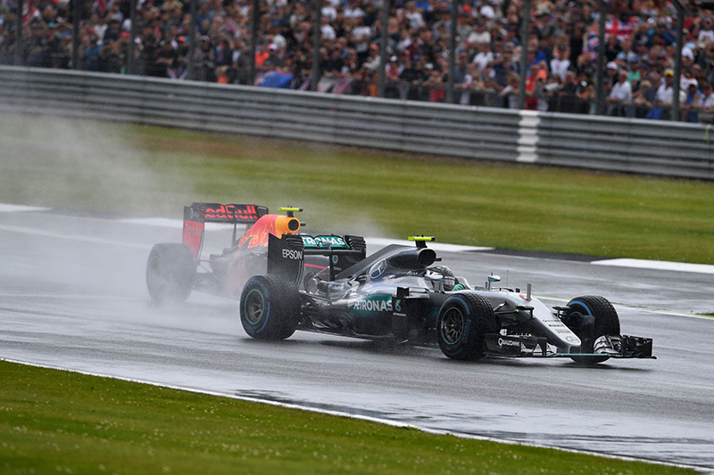 Mercedes AMG Petronas F1 Team's German driver Nico Rosberg (R) and Infiniti Red Bull racing's Belgian-Dutch driver Max Verstappen drive during the British Formula One Grand Prix at Silverstone motor racing circuit in Silverstone, central England, on July 10, 2016