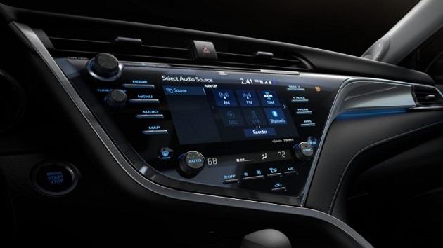 トヨタ、新型「カムリ」にオープンソースの車載Linuxを採用したインフォテインメント・システムを搭載すると発表