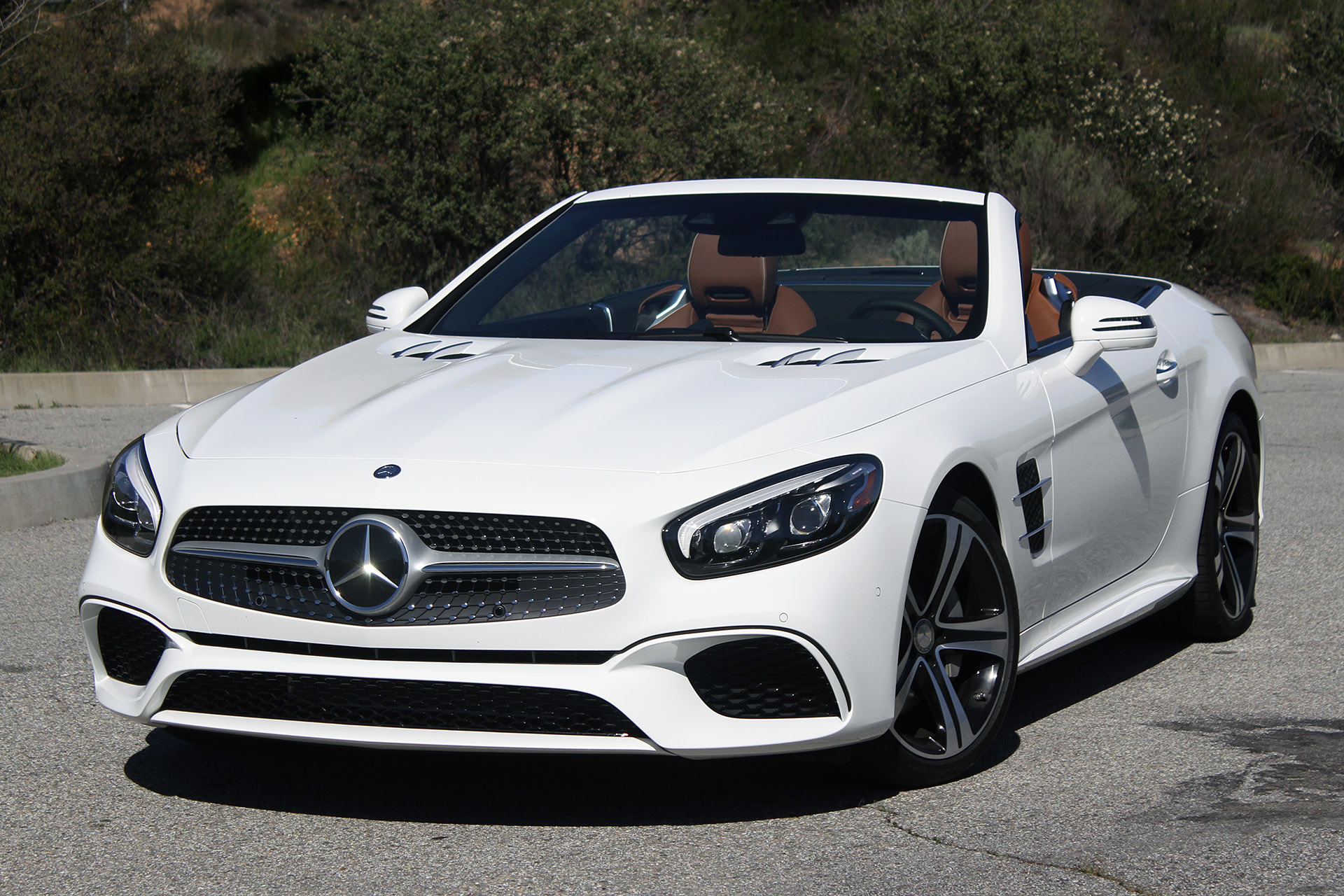 Mercedes benz sport car white images for Mercedes benz sports cars