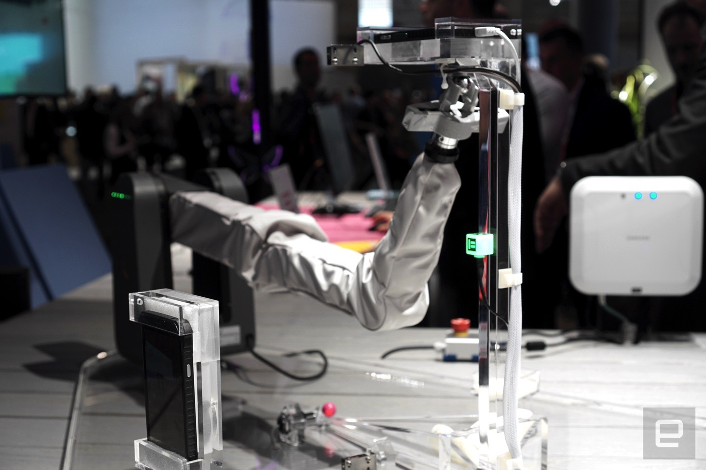 Samsung proves why 5G is necessary with a robot arm