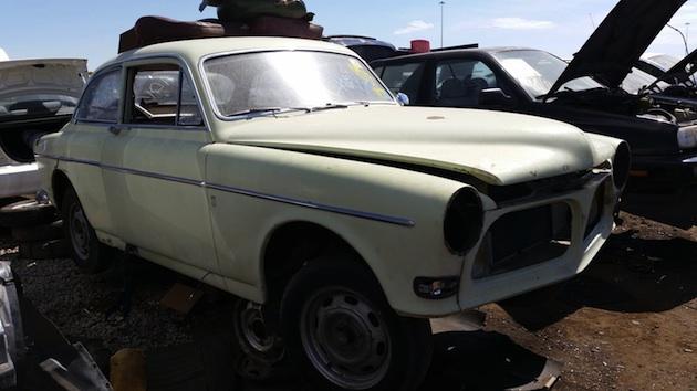 安全なクルマという評判を築いた1967年型ボルボ「アマゾン」を、廃車置場で発見!