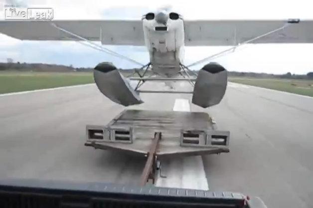 【ビデオ】車輪なしの水上飛行機を滑走路から離陸させる方法