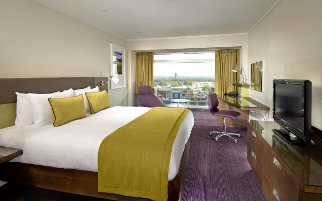 Hilton London Metropole bedroom