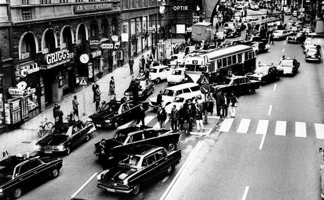 スウェーデンの自動車が右側通行へ移行した日「ダゲン・H」