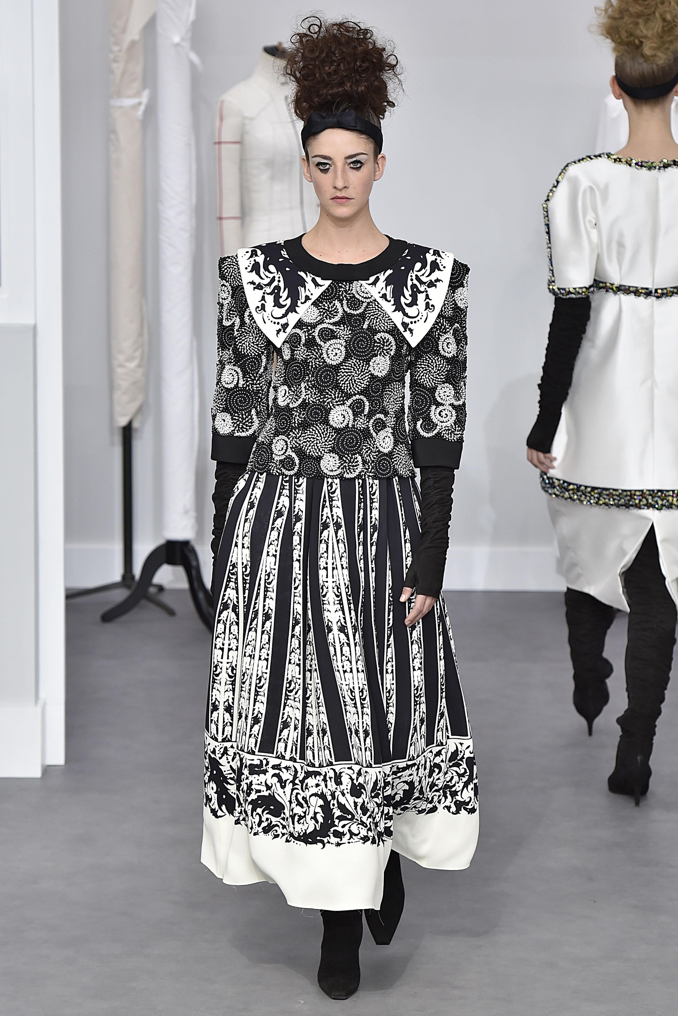 Chanel : Runway - Paris Fashion Week - Haute Couture Fall/Winter 2016-2017