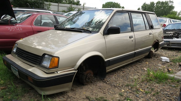 三菱「シャリオ」のOEM車、1990年型ダッジ「コルト ヴィスタ」をミネソタの廃車置場で発見