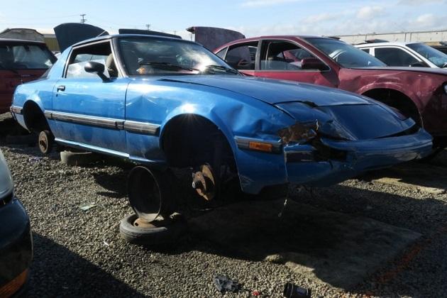 1983年に米国で最も売れた2シーター、マツダの初代「RX-7」を廃車置場で発見!