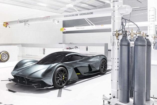 アストンマーティンとレッドブル、V12エンジンのハイパーカー「AM-RB 001」を公開