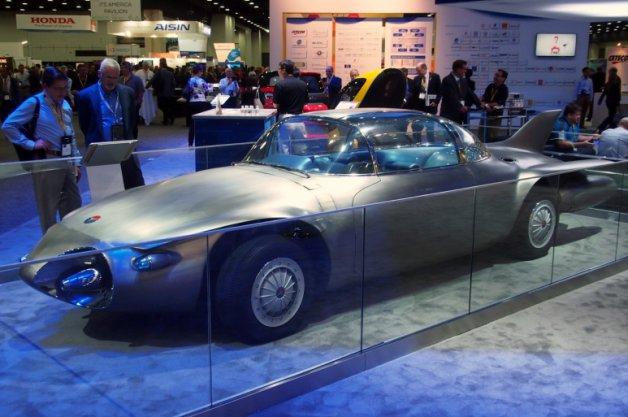 【ビデオ】1956年に生まれた革新的なコンセプトカー! GM「ファイヤーバード II」
