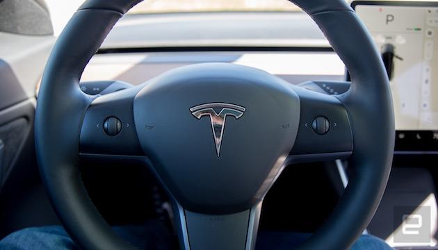 テスラ「モデル 3」、ハンドル上のボタンでAutopilot設定が可能になるアップデート配信。より操作しやすく改善