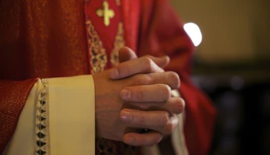 Une enquête accuse 300 prêtres de