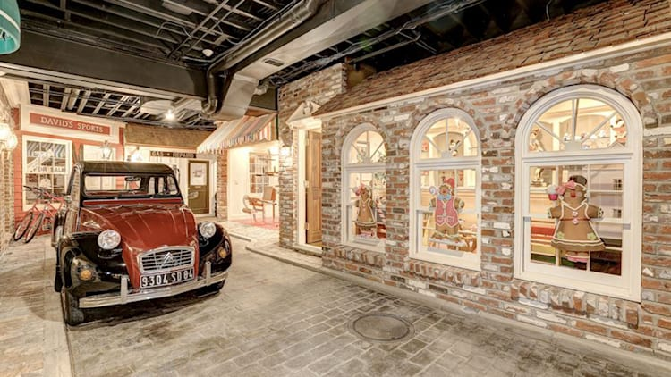 A 4 5m Maryland Mansion Has An Indoor Brick Street With Classic Cars Autoblog