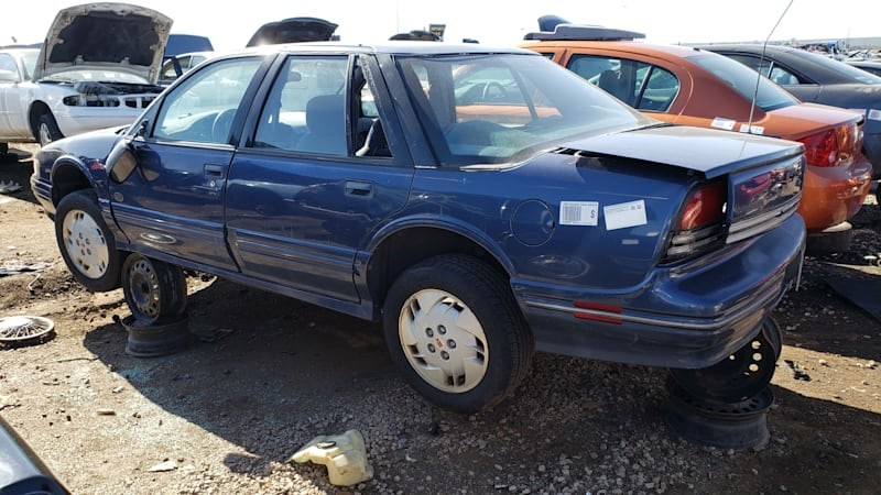junkyard gem 1996 oldsmobile cutlass supreme sedan phoenix open edition autoblog 1996 oldsmobile cutlass supreme sedan